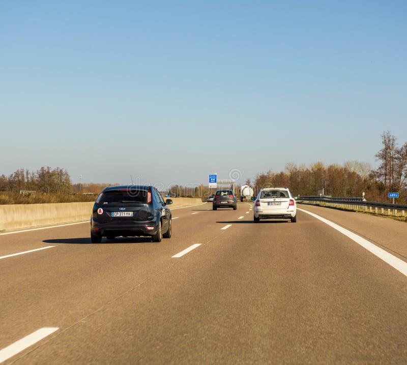 Autoroute allemande pendant l'hiver - asphalte propre photo libre de droits