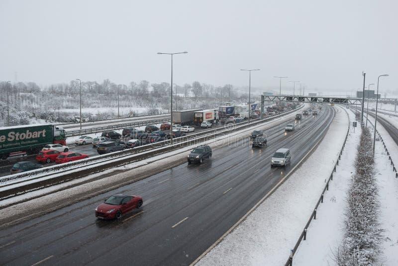 Autoroute britannique M1 pendant la tempête de neige photo stock