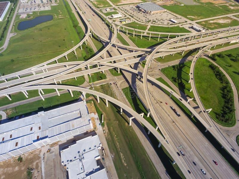 Autoroute de Katy de la route 10 de vue supérieure et échange massif photos stock