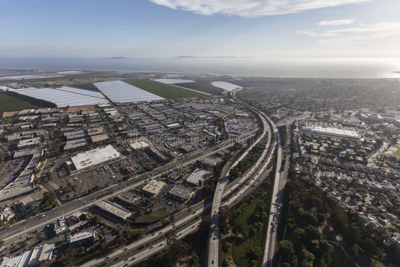 Autoroute de Ventura 101 à l'itinéraire 126 en Californie du sud image stock
