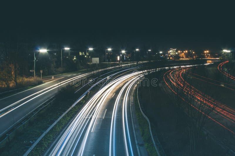 Autoroute la nuit photographie stock