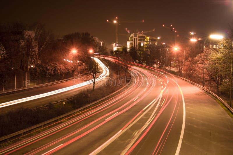 Autoroute la nuit image stock