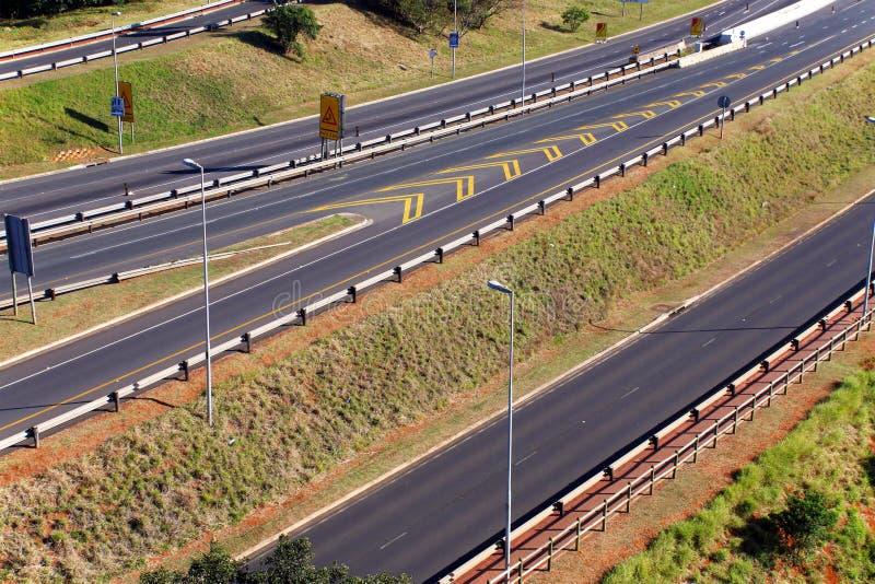 Autoroute passant par Mhlanga Ridge à Durban Afrique du Sud images stock