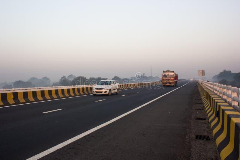 Autoroute urbaine, Inde photo libre de droits