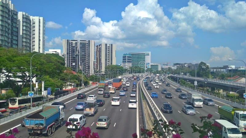 Autoroute urbaine serrée   Singapour images stock
