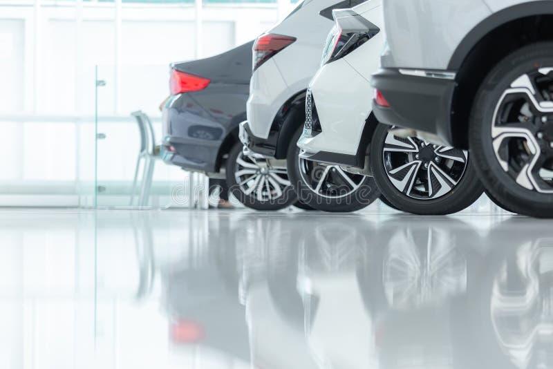 Autos für Verkauf, Automobilindustrie, Auto-Verkaufsstelle-Parkplatz lizenzfreie stockfotos