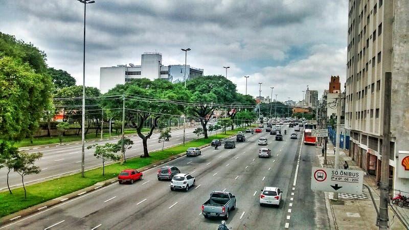 Autos Straßenbrasiliens Sao-Paulo lizenzfreies stockfoto