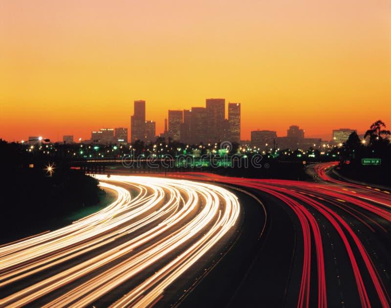 Autos und Gebäude lizenzfreie stockfotos