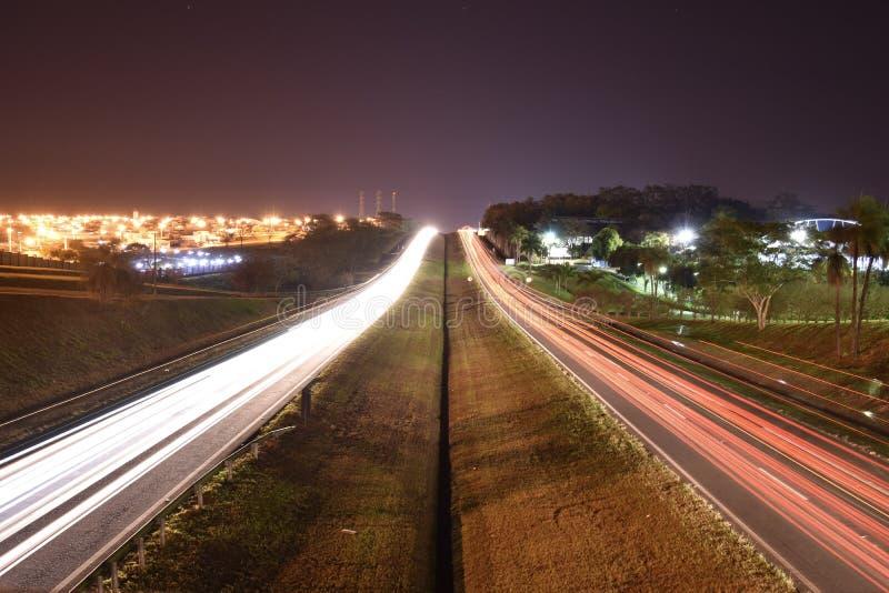 Autoscheinwerfer in Mirassol, Sao Paulo State, Brasilien lizenzfreie stockbilder