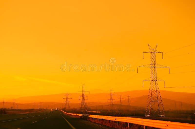 Autosnelweg bij zonsondergang stock fotografie