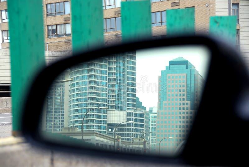 Download Autospiegel stockbild. Bild von automobil, gebäude, reflexion - 855987