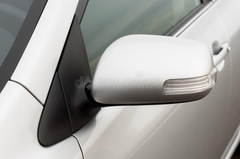 Download Autospiegel-Nahaufnahmefoto Stockbild - Bild von nahaufnahme, hintergrund: 26364017