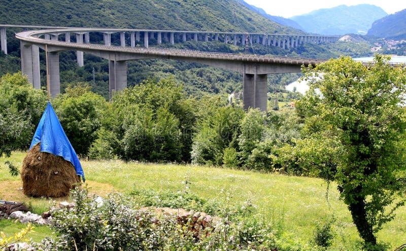 Autostrada de Alemagna, due strade che si incontrano, Italia fotografia stock libera da diritti