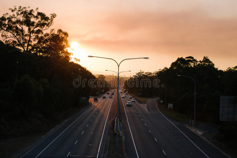 autostrada nad zmierzchem obrazy royalty free