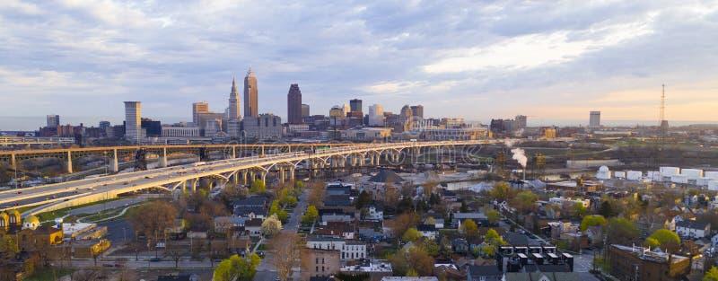 Autostrada Przez Cleveland Ohio Cuyahoga okręgu administracyjnego Seat Północna Ameryka fotografia stock