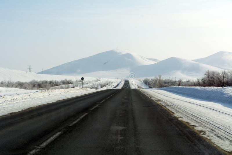 Autostrada w górach Orenburg region zdjęcia royalty free