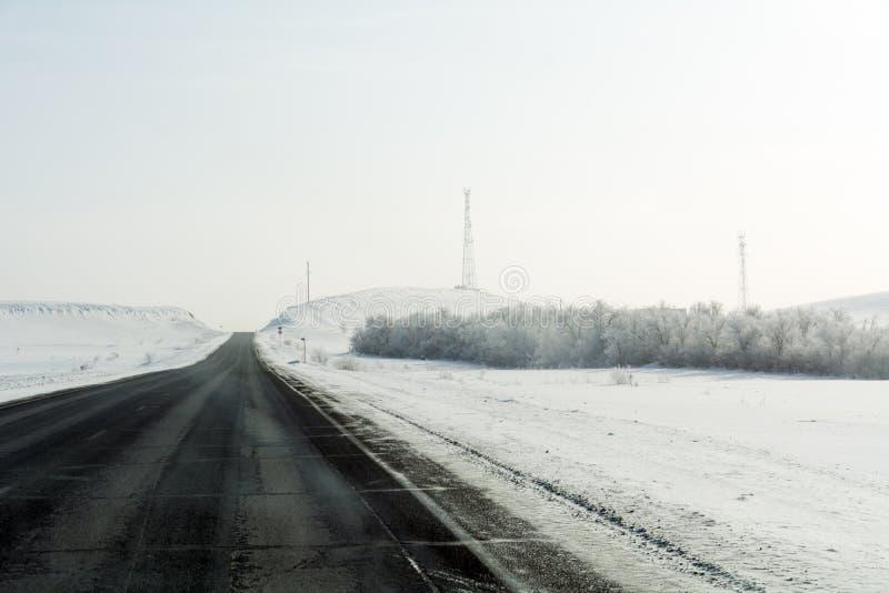 Autostrada w górach Orenburg region obraz stock
