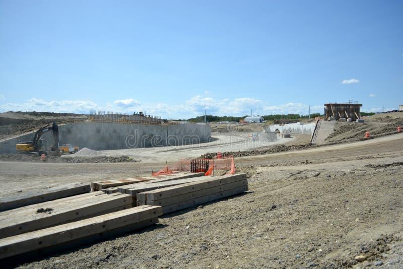 Autostrady budowa z wzmacnieniem i wyposażeniem betonowym i stalowym zdjęcia stock