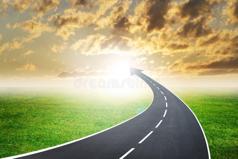Autostrady droga iść up jako strzała w zmierzchu royalty ilustracja