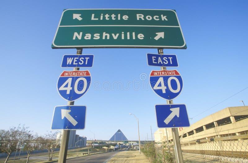 Autostrady Międzystanowej 75 północ i południe autostrady znaki Nashville lub Little Rock zdjęcie royalty free