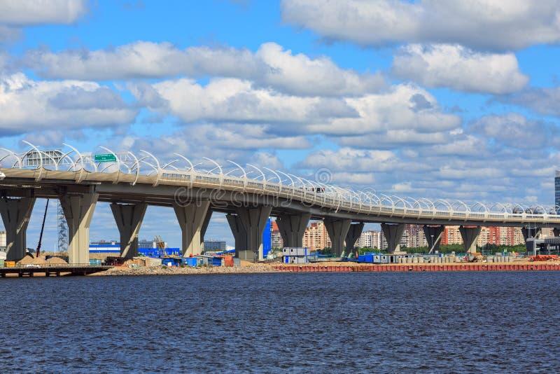 Autostrady Zachodnia szybkościowa średnica petersburg bridżowy okhtinsky święty Russia zdjęcie royalty free