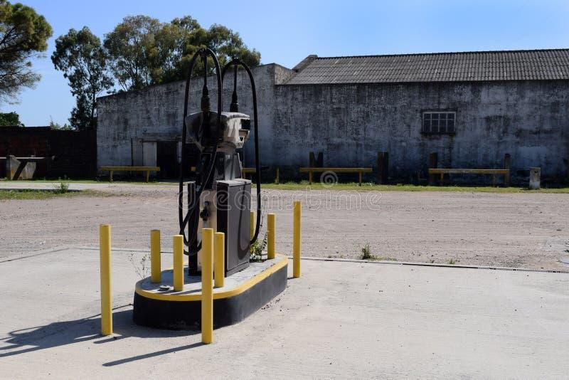 Autotankstelle für Brennstoffaufnahmebenzin, verließ Verlassene Tankstelle stockfoto