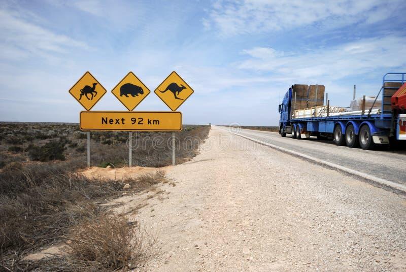 Autotreno sulla strada principale di Eyre fotografia stock