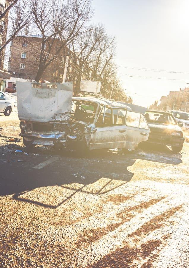 Autounfallunfall auf Straße von Voronezh, schädigende Automobile nach Zusammenstoß stockbilder