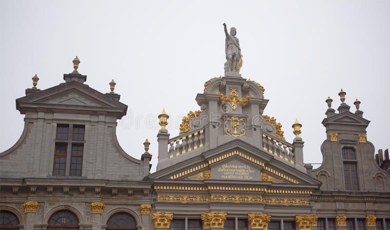 Autour de Grand Place sont l'ancienne maison localisée de guilde Chacun de photos stock