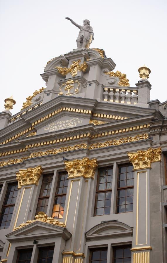 Autour de Grand Place sont l'ancienne maison localisée de guilde Chacun de images libres de droits