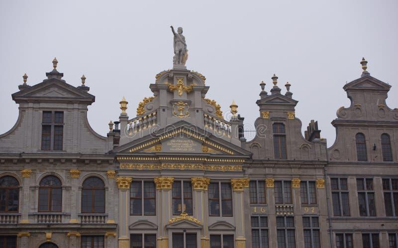 Autour de Grand Place sont l'ancienne maison localisée de guilde Chacun de photographie stock