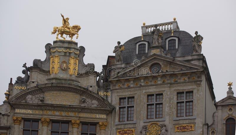 Autour de Grand Place sont l'ancienne maison localisée de guilde Chacun de photos libres de droits