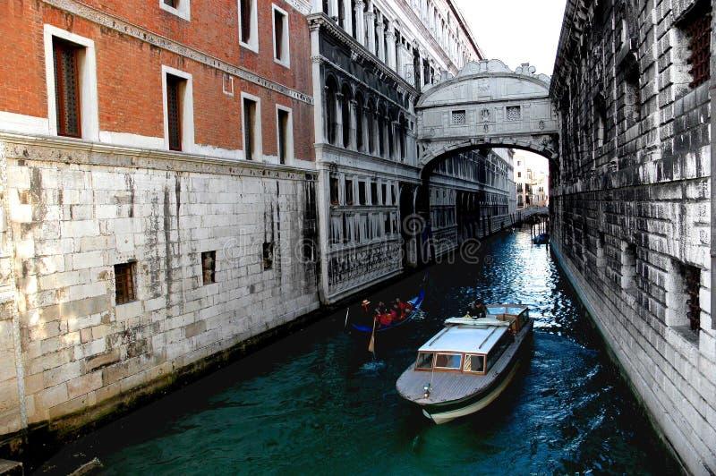 Autour des rues de Venise images stock