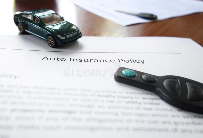 Autoverzekering, miniauto, en sleutel stock foto's