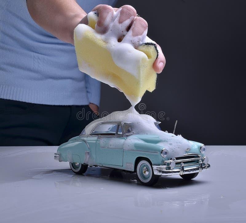 Autowashington-saubere Maschine, Autowäsche mit Schwamm und Schlauch lizenzfreies stockbild