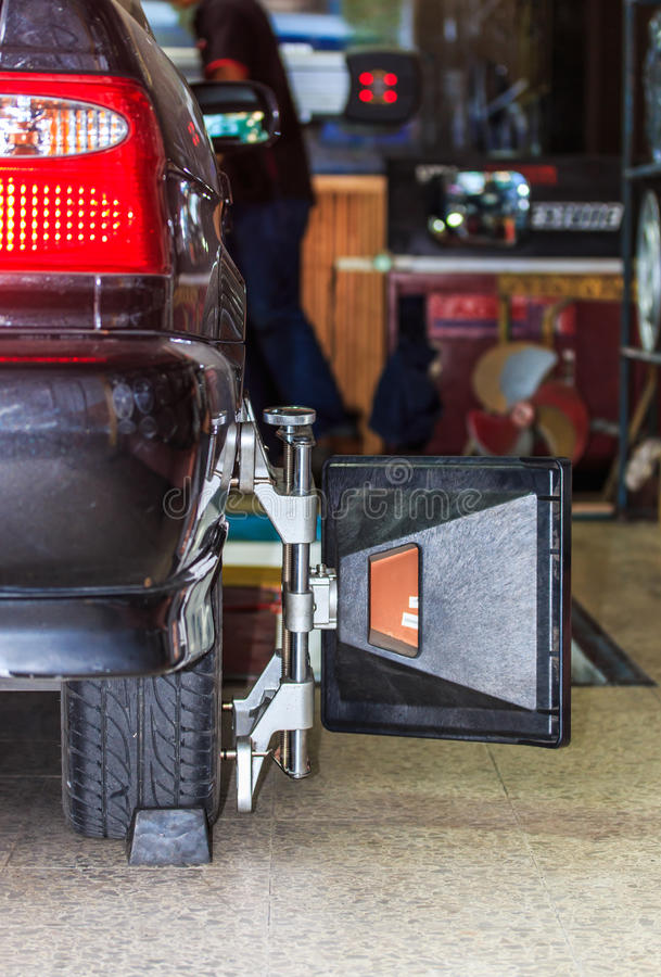 Autowiel het bevestigen stock foto's