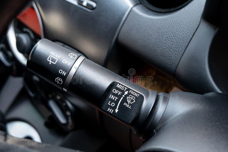 Autowischer steuern Knöpfe Justierbares Wischerblatt im Fahrerplatz stockfoto