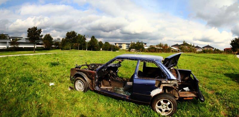 Autowrack brennen Fahrzeug aus stockfotografie