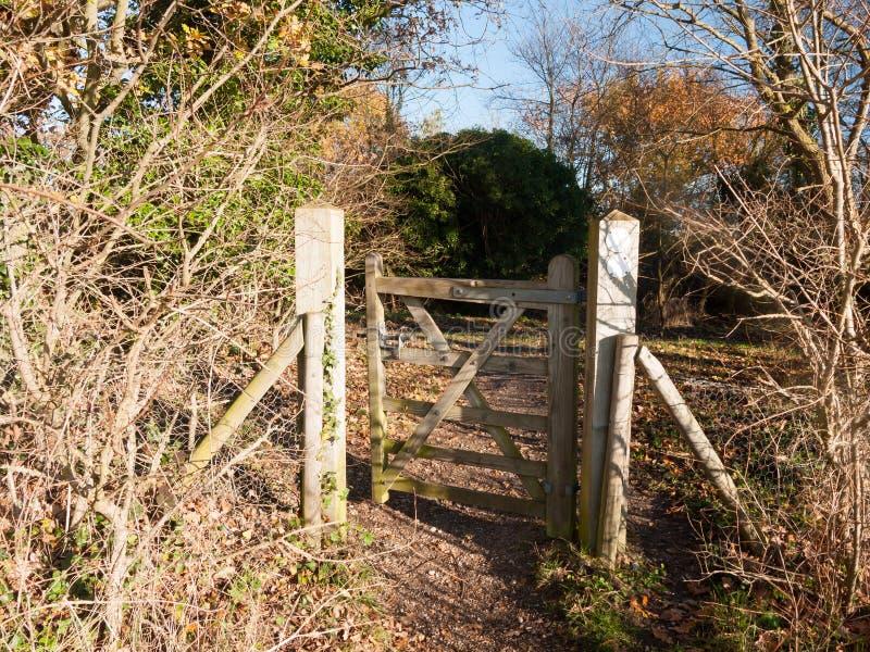 Autum för gräns för staket för öppen bana för port för bygd offentlig trä arkivfoto