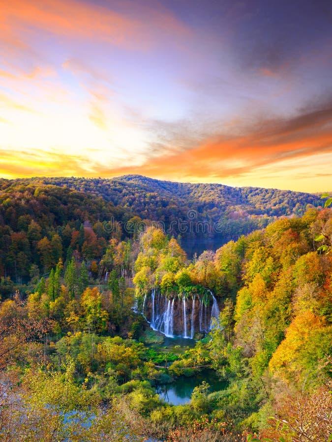 Autumkleuren en watervallen van het Nationale Park van Plitvice royalty-vrije stock fotografie