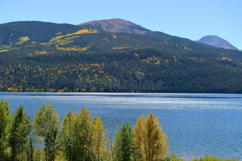 Autumn湖和山 库存图片