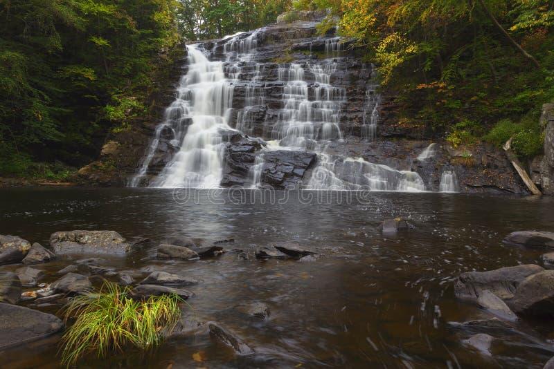 Autumn At Barberville Falls lizenzfreie stockbilder