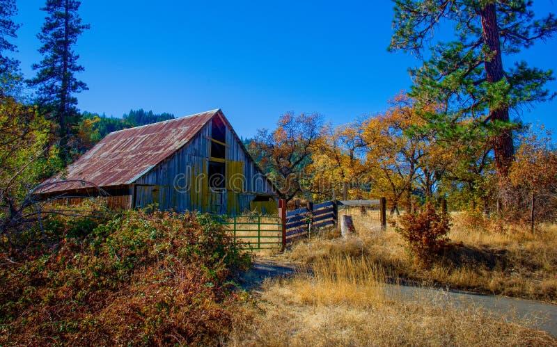 Autumn Barn Abandoned stock afbeeldingen