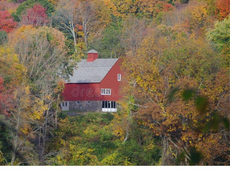 Autumn Barn rosso fotografia stock libera da diritti
