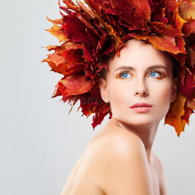 Free Autumn Beauty. Woman In Wreath Of Fall Leaves Royalty Free Stock Images - 79292999