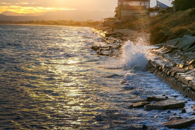 Autumn Black Sea fora da costa do Primorsky imagens de stock