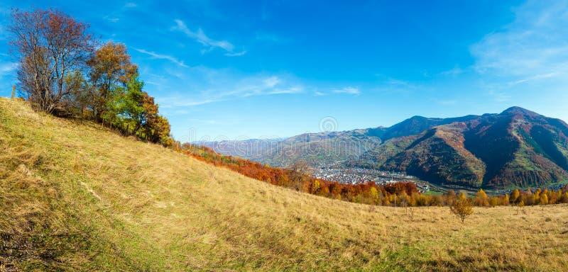 Autumn Carpathian berg, Rakhiv, Ukraina fotografering för bildbyråer