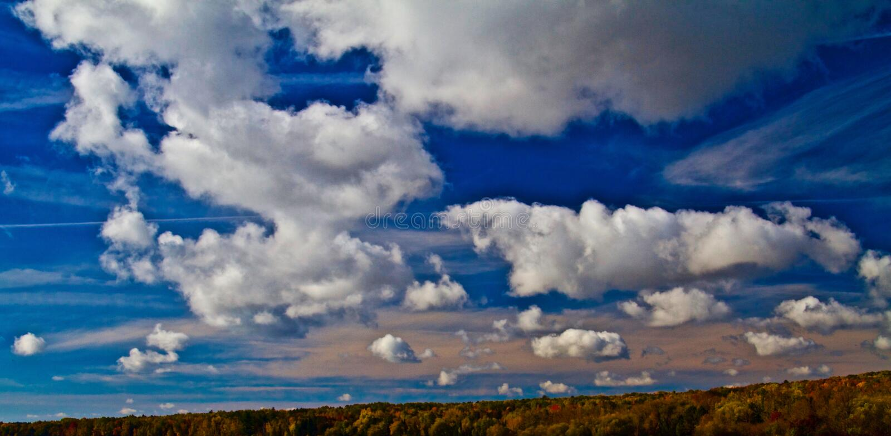 Autumn Clouds av Lake Superior royaltyfri bild