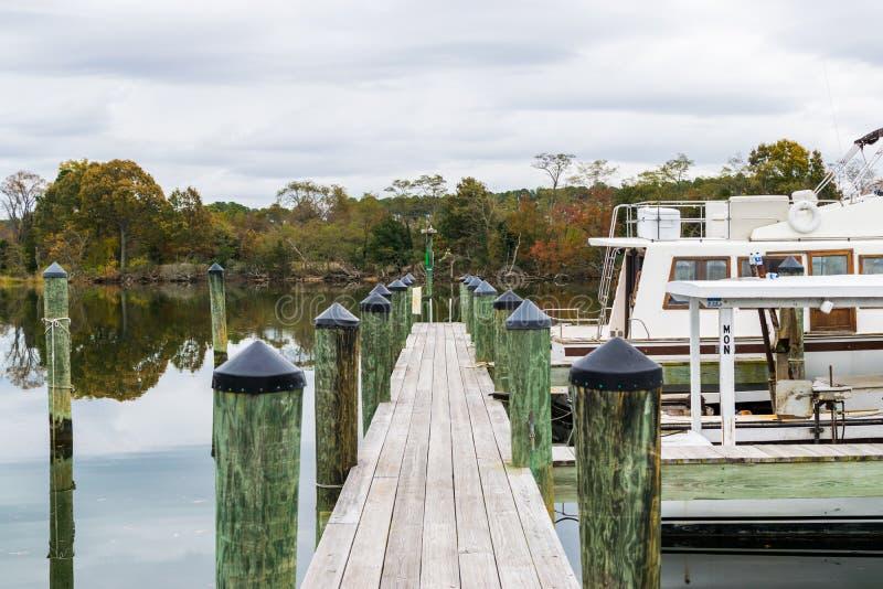 Autumn Color a costa e o porto da baía de Chesapeake em St Michaels imagem de stock royalty free