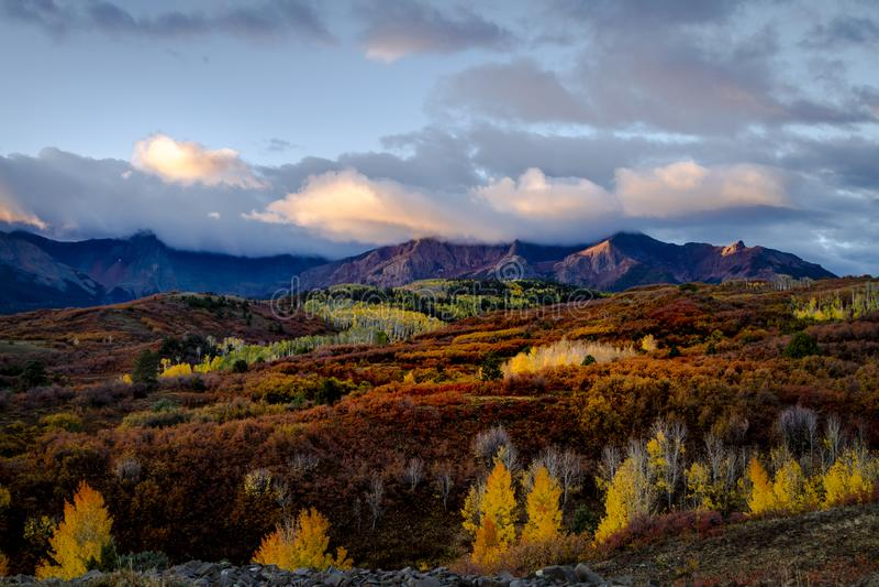 Autumn Color i San Juan av Colorado nära Ridgway och Telluride royaltyfria foton